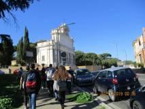 Si lascia il Mausoleo, si procede veloci verso il Fontanone