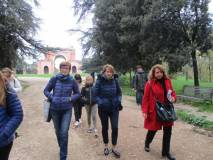 Le proff.sse Cristina Ganassi e Imma Germinario con Daniela Donghia di ritorno dalla visita dell'Arco dei Quattro Venti (ricostruito sui ruderi di Villa Corsini