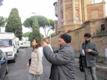 Alessandro Granata fa le foto per la classe, Claudio Mancini prende appunti