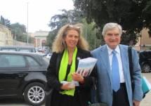 Enrico Luciani e Noemi Cavicchia Grimaldi attendono le classi a Villa Pamphilj -Largo 3 giugno 1849
