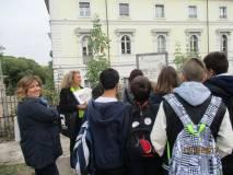 La classe III H ascolta il racconto del 3 giugno 1849 svolto da Noemi Grimaldi: accanto a lei la prof.ssa Luisa Molinaro