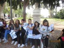 Al Parco Gianicolense si ripassa la lezione e si legge il nostro dépliant avuto in omaggio