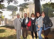 Luciani Enrico e Roberto Calabria con le prof.sse Antonella Barbieri e Chiara Tiscia, tra loro l'Assistente Comunale Melissa Mazzarini
