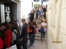 Il gruppo scende al Sacrario che purtroppo è ancora chiuso per restauro
