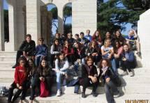 Foto ricordo per la classe III D : in primo piano sulla destra le prof.sse Cristina Cicoria e Flavia Feola
