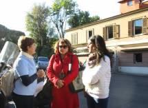 Al Museo della Repubblica romana la prof.ssa Sandra Corsini parla con Donghia: a destra l'assistente Caterina De Lucia Lumeno