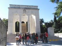 Si visita il Mausoleo Ossario, oggi aperto. Il Sacrario è ancora in restauro