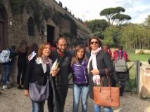 A mezzogiorno puntuali al cannone. Da sinistra la prof.ssa Angelica Petrocelli, Roberto Calabria, le proff. Daria Di Prisco e Domitilla Ermini