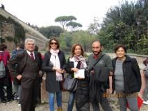 Roberto Calabria e le proff. Domitilla Ermini e Angelica Petrocelli vengono salutati da Enrico Luciani e Giovanna De Luca che hanno terminato l'altra visita guidata della giornata