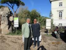 Enrico Luciani e Massimo Capoccetti all'appuntamento: visto il ritardo andranno incontro alle classi in arrivo