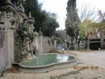 La fontana monumentale dei Fauni a Villa Sciarra e lo sfondo disegnato dal litografo Raffet