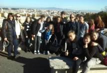 Bella foto al Fontanone con vista splendida su Roma; la III D con la prof.ssa Elisabetta Puce e Massimo Capoccetti