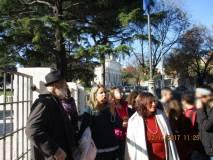 Si osserva San Pietro Montorio pronti a raggiungere il Fontanone: in primo piano le prof.sse Sara Protopapa e Loredana Antonelli