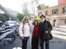Le professoresse Loredana Antonelli e Sara Protopapa salutano il dr. Antonio Cardellini che collaborerà con Enrico Luciani nella visita al Museo