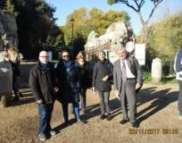 Enrico Luciani va a salutare: (da destra verso sinistra) le prof.sse Daniela Bravi e Bianca Maria Bellocchi accompagnate da Marina Salvoni e Flavio Di Carlo