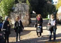 Si organizzano i due gruppi: (da sinistra) Maria Paola Pietracci con la prof. Daniela Bravi e Daniela Donghia con la prof. Bianca Maria Bellocchi