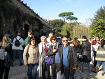 Foto ricordo della VG. Da sinistra: la prof.ssa Loredana Caterinozzi, Enrico Luciani, la prof.ssa Lucia Polisena, Massimo Capoccetti