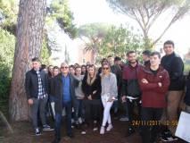 Foto ricordo per la classe 5 SCL con Massimo Capoccetti e la prof. Lucia Polisena