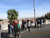 Le classi si dirigono al Parco gianicolense