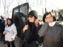 Da sinistra, la prof.ssa Doretta Merolla, la prof.ssa Adelia D'Annessa, e l'educatrice Maria Diano in attesa dello sparo del cannone