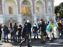 Si arriva al Fontanone dopo aver visto di passaggio il Mausoleo Ossario