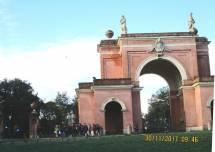 Tutti sotto l'Arco dei Quattro Venti -arch. Busiri Vici- costruito sui ruderi di Villa Corsini