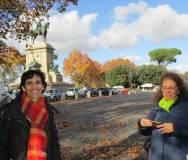 La prof.ssa Isabella Pagliei e Noemi Grimaldi a Piazzale Garibaldi