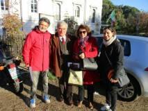 In attesa delle classi, Enrico Luciani con Mariapaola e Daniela incontrano Claudio Santini, grande organizzatore delle corse amatoriali