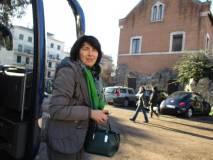 Arriva il pullman, scende la prof.ssa Silvia Dominici