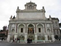 Al Fontanone la classe sosta e si diverte: Roma è bella
