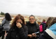 Al Fontanone le prof.ssa Marina Schiavone (fa freddo) e Martina Di Napoli (contenta)