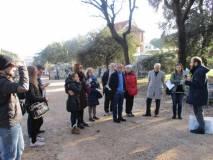 Roberto Calabria all'ingresso di Villa Pamphilj spiega i combattimenti del 3 giugno 1849