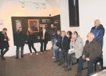 Altri racconti nel Museo: la sala degli eroi a vent'anni. Sulla destra Carlo Accica e Goffredo Scipioni