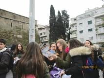 Le ragazze cercano il disegno della breccia: ma è Valerio che scopre i mattoncini bianchi