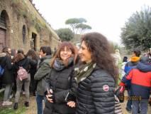Al cannone tutti stupiti, le prof.sse Gianna D'Acchioli e Sabina Rossillo in primo piano