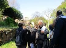 Enrico Luciani entra con le classi al settimo bastione e mostra quello che si dovrebbe far vedere al pubblico