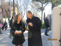 Mara Minasi, attuale responsabile del Mausoleo Ossario, dialoga con Giuseppe Garibaldi