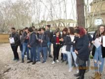 I ragazzi e le ragazze del Liceo Manara seguono attentamente il discorso della loro prof.ssa