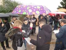 La prof.ssa Tiziana Di Crescenzo aiuta i ragazzi