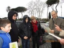 I giovani Matteo Garbelli e Lorenzo Colonna accompagnati dalla loro prof. Tiziana Di Crescenzo premiati dal prof. Antonio Bultrini