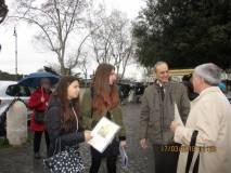 La IV A del liceo Manara e la prof.ssa Concetta De Meo premiati da Enrico Luciani e dal prof. Antonio Bultrini