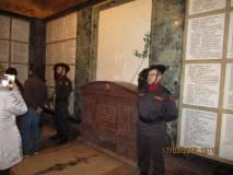 Picchetto d'onore per i CADUTI PER ROMA davanti al sarcofago di Goffredo Mameli