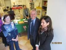 Il Consigliere Roberto Di Palma e Anna Maria Atzeni del Cerimoniale familiarizzano con Giovanna De Luca, nostra bibliotecaria, già addetta alla Biblioteca di via Pisana