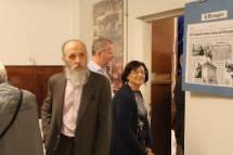 In sala si parla, ma Giovanna De Luca e Raffaello Sestini si avviano verso la sala interna