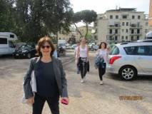 Arrivano puntuali all'appuntamento: in testa la curatrice dell'evento, Prof.ssa Daniela Macchia