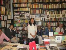 Catia Gabrielli svolge il suo ampio intervento sulla storia della Comune e dei patimenti in Nuova Caledonia. Sulla sinistra Guido Palamenghi Crispi