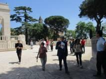 Si arriva a san Pietro in Montorio e si entra al Mausoleo, aperto oggi su nostra richiesta. Grazie.