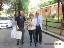 Arriva alla Basilica San Pancrazio la I BH della prof.ssa Laura Toscano, salutata da Roberto Calabria (a sinistra) ed Enrico Luciani