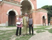 La I AL : da sinistra, la prof.ssa Graziella Farenza, la guida Enrico Luciani, l'insegnante Caterina Renda