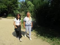 Laura Matano e la prof. Alessandra Riso all'interno di Villa Sciarra